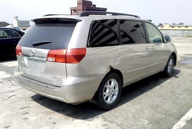 Nigerian Used Toyota Sienna 2004-4