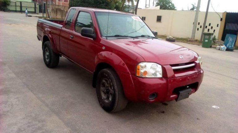 Foreign Used Nissan Frontier 2004 Model Red-3