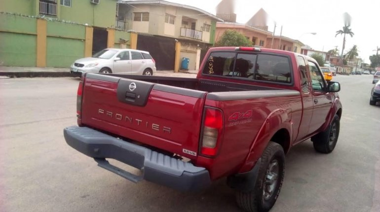 Foreign Used Nissan Frontier 2004 Model Red-4