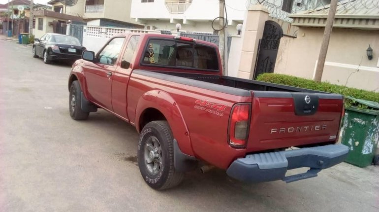 Foreign Used Nissan Frontier 2004 Model Red-2