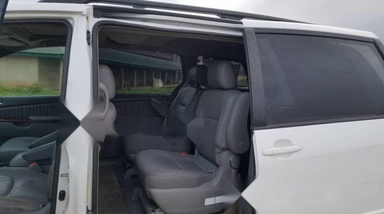 Foreign Used Toyota Sienna 2005 Model White-4