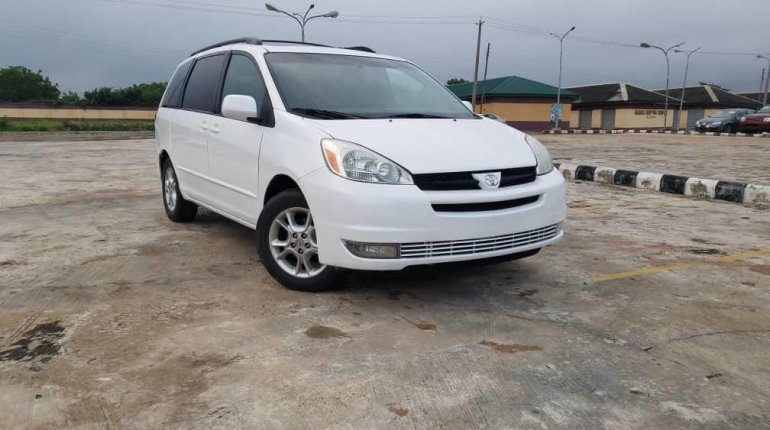 Foreign Used Toyota Sienna 2005 Model White-10