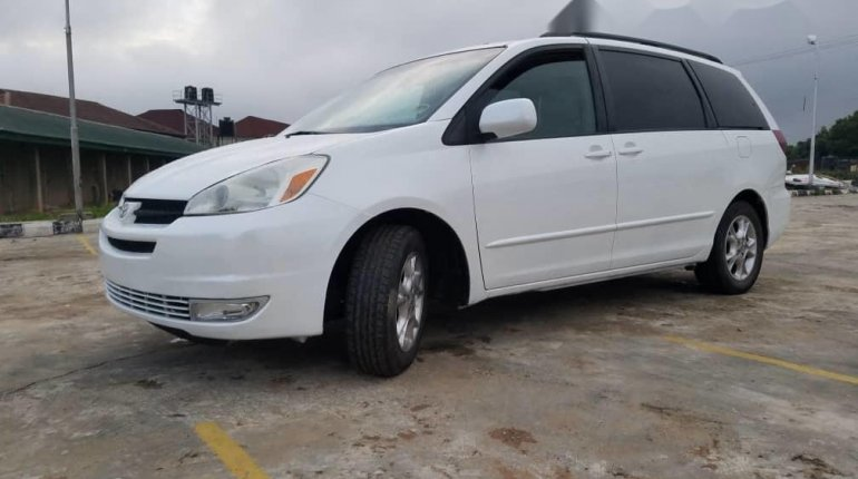 Foreign Used Toyota Sienna 2005 Model White-11