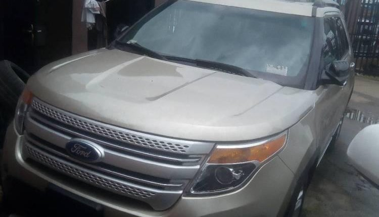Foreign Used Ford Explorer 2011 Model Gold-3