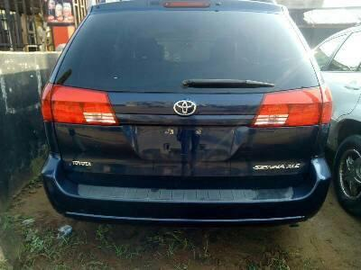 Neat Foreign used Toyota Sienna 2006-0