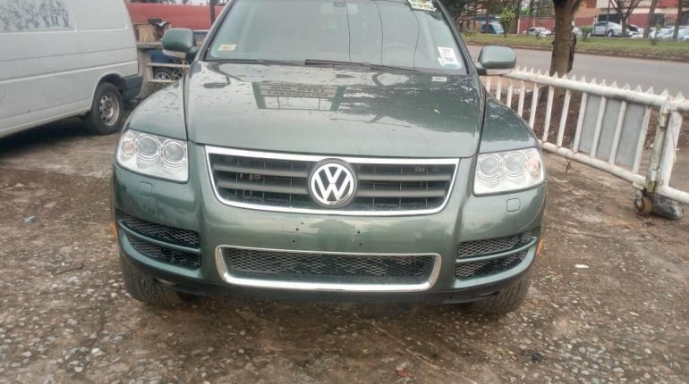 Very Clean Foreign used 2005 Volkswagen Touareg-8