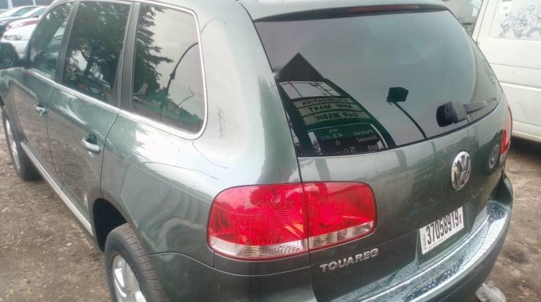 Very Clean Foreign used 2005 Volkswagen Touareg-2