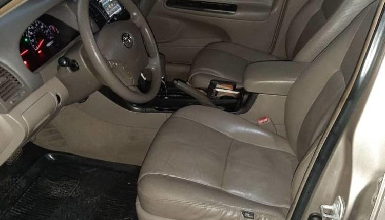 Nigeria Used Toyota Camry 2006 Model Gold -10