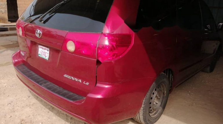 Nigeria Used Toyota Sienna 2006 Model Red-11