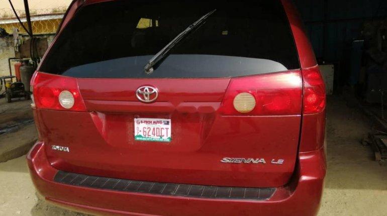 Nigeria Used Toyota Sienna 2006 Model Red-14