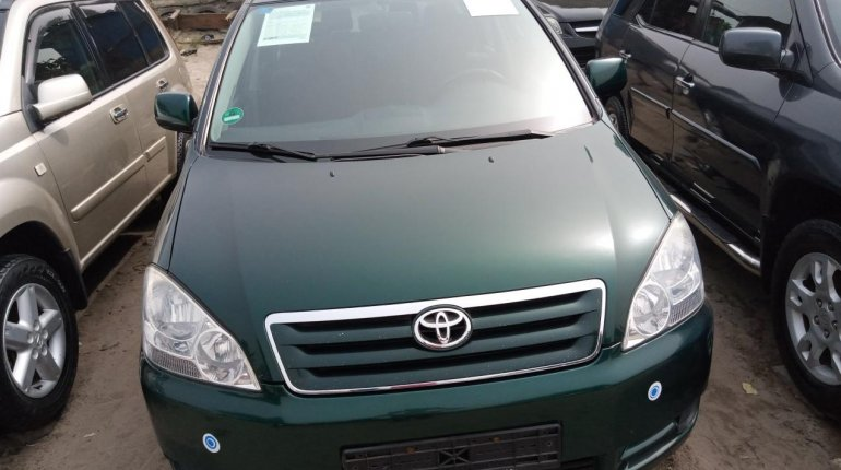 Foreign Used Toyota Avensis 2005 Model Green -0