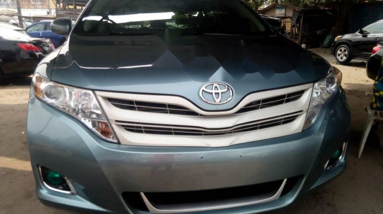 Foreign Used Toyota Venza 2010 Model Blue-0