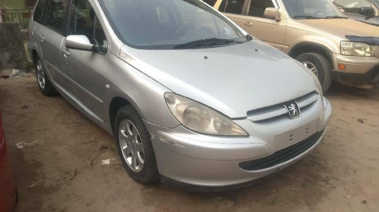 Foreign Used Peugeot 307 2003 Model Silver-0