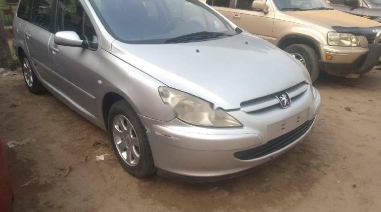 Foreign Used Peugeot 307 2003 Model Silver-1