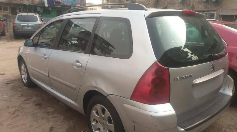 Foreign Used Peugeot 307 2003 Model Silver-2