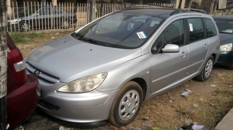 Foreign Used Peugeot 307 2005 Model Silver-0