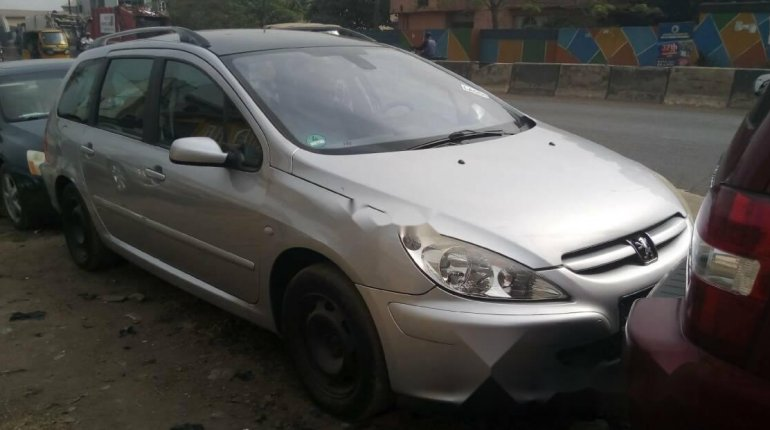 Foreign Used Peugeot 307 2005 Model Silver-6