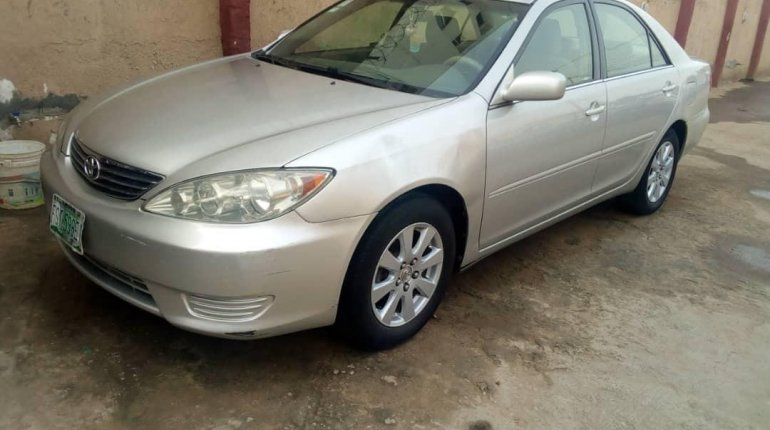 Nigeria Used Toyota Camry 2006 Model Silver-4