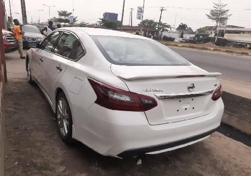 Foreign Used Nissan Altima 2017 Model White-4
