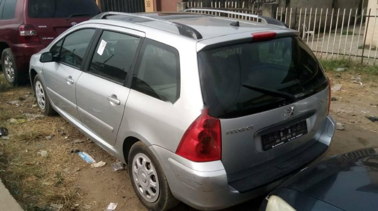 Foreign Used Peugeot 307 2005 Model Silver-1