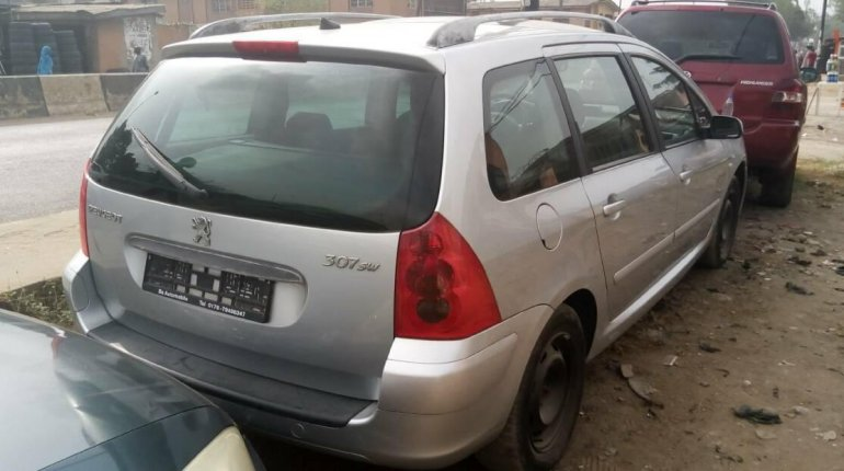 Foreign Used Peugeot 307 2005 Model Silver-7