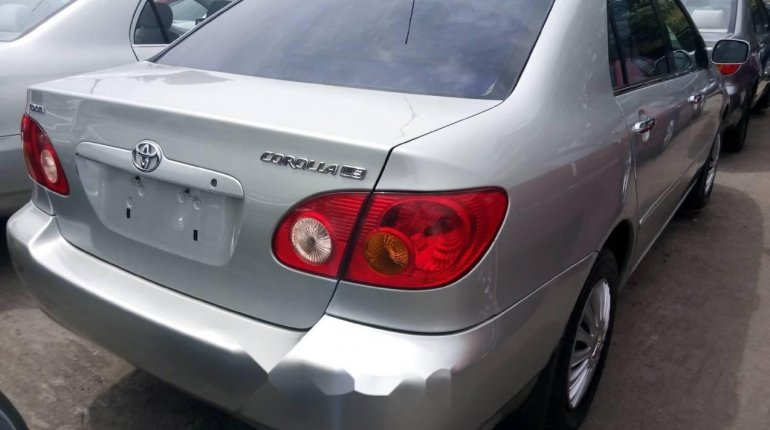 Foreign Used 2006 Silver Toyota Corolla for sale in Lagos. -4