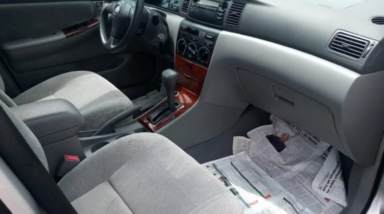 Foreign Used 2006 Silver Toyota Corolla for sale in Lagos. -2