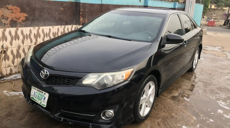 Well Maintained Used 2013 Black Toyota Camry for sale in Lagos.-0