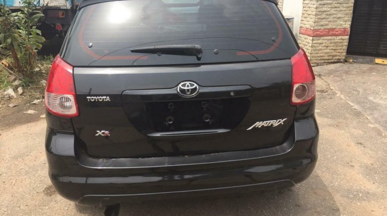 Foreign Used 2003 Black Toyota Matrix for sale in Lagos. -1