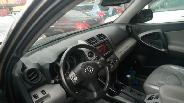 Foreign Used 2010 Gold Toyota RAV4 for sale in Lagos.-4