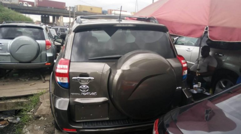 Foreign Used 2010 Gold Toyota RAV4 for sale in Lagos.-5