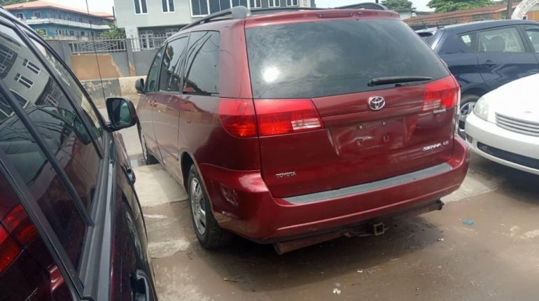 Foreign Used Toyota Sienna 2004 Model Red-2