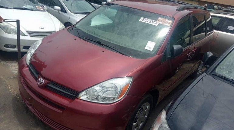 Foreign Used Toyota Sienna 2004 Model Red-0