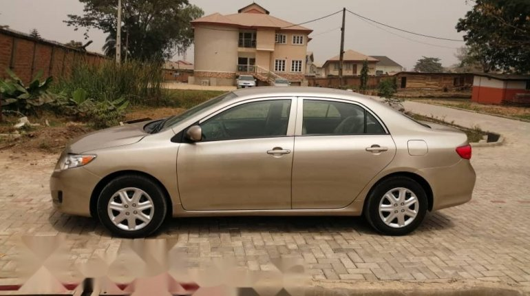 Foreign Used Toyota Corolla 2010 Model Gold -2