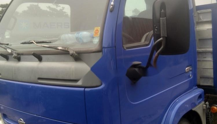 Foreign Used 1998 Blue Nissan Cabstar for sale in Lagos-1
