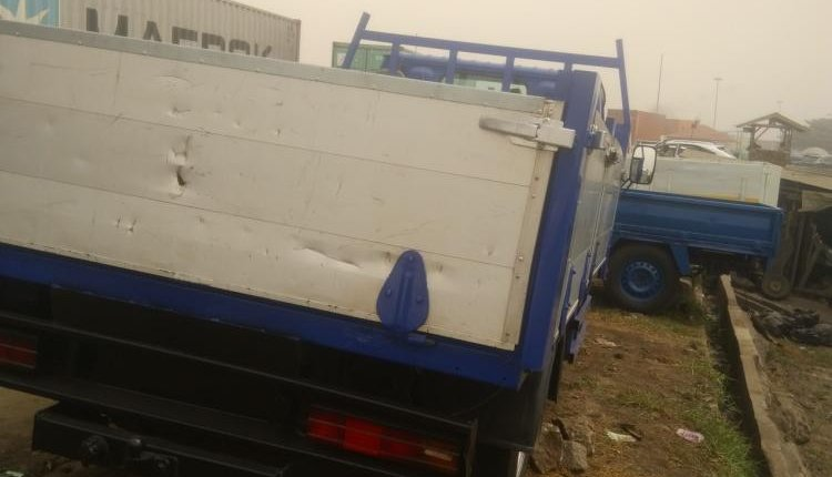 Foreign Used 1998 Blue Nissan Cabstar for sale in Lagos-5