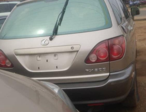 Foreign Used 2001 Gold Lexus RX for sale in Lagos-2