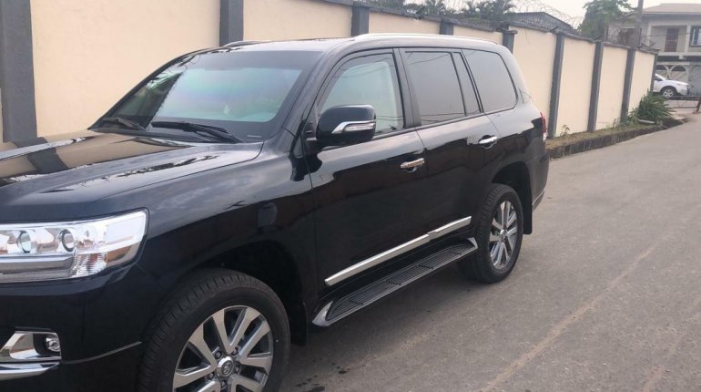 2019 Black Toyota Highlander for sale in Lagos-7