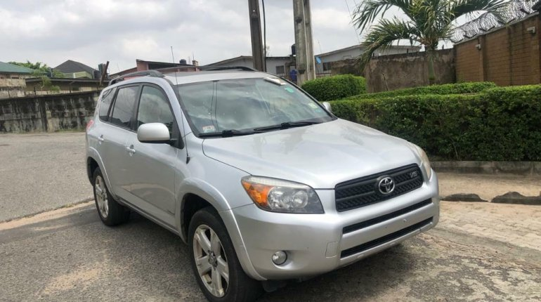 Foreign Used 2007 Silver Toyota RAV4 for sale in Lagos.-0