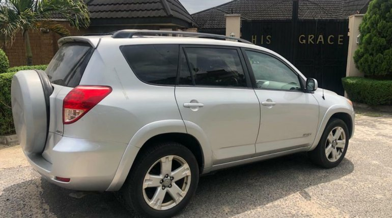 Foreign Used 2007 Silver Toyota RAV4 for sale in Lagos.-3