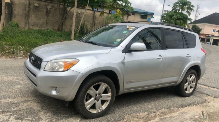 Foreign Used 2007 Silver Toyota RAV4 for sale in Lagos.-1