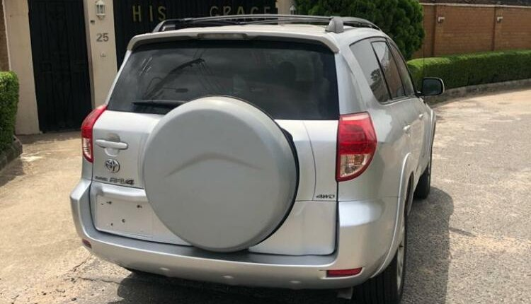 Foreign Used 2007 Silver Toyota RAV4 for sale in Lagos.-11