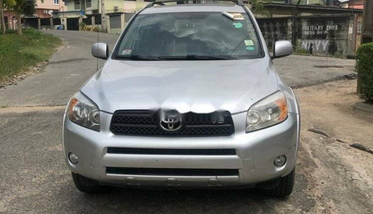 Foreign Used 2007 Silver Toyota RAV4 for sale in Lagos.-9