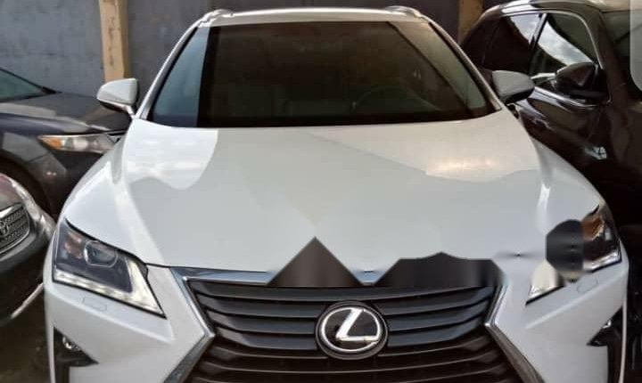Foreign Used 2003 White Lexus RX for sale in Lagos. -0