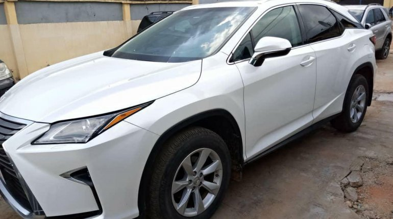 Foreign Used 2003 White Lexus RX for sale in Lagos. -2