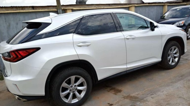 Foreign Used 2003 White Lexus RX for sale in Lagos. -3
