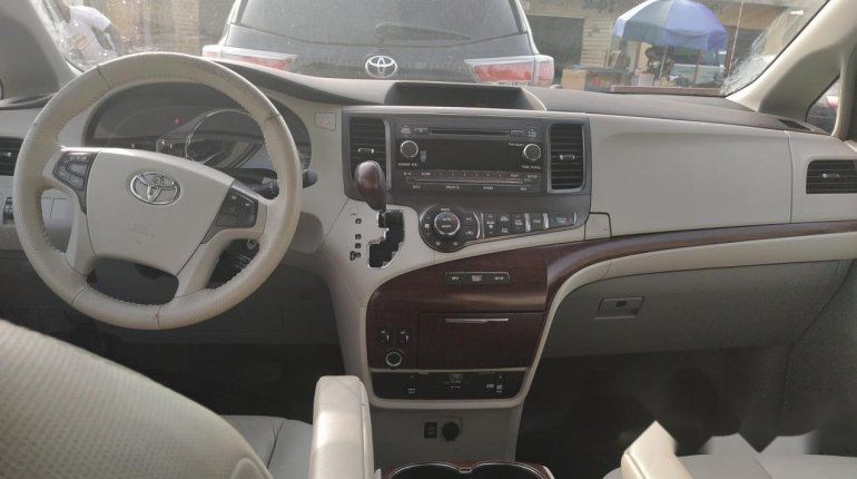 Foreign Used Toyota Sienna 2011 Model-3