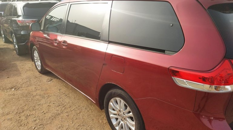 Foreign Used Toyota Sienna 2011 Model-4