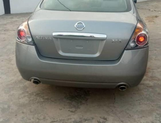 Foreign Used 2005 Silver Nissan Altima for sale in Lagos. -4