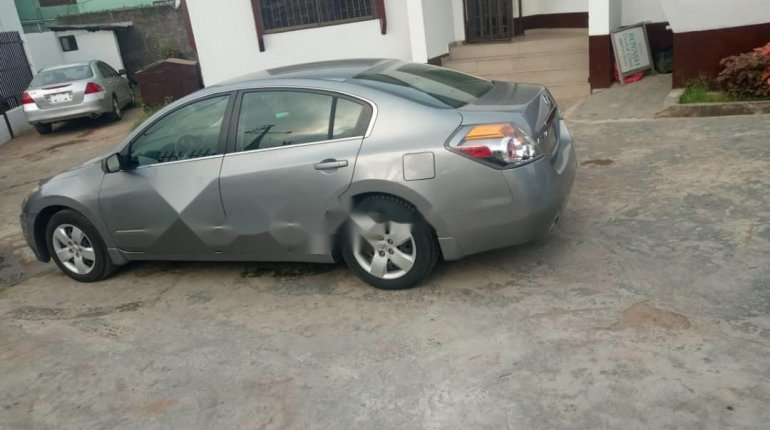Foreign Used 2005 Silver Nissan Altima for sale in Lagos. -2